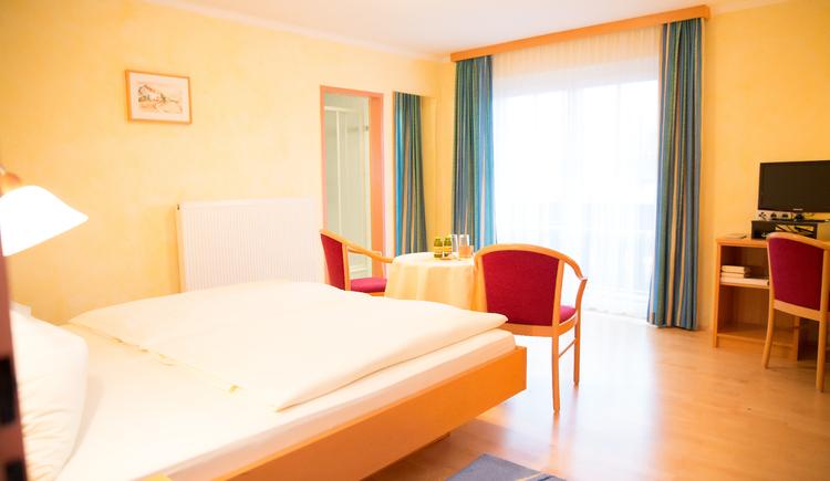 double room, bed and breakfast Maria Theresa in Bad Goisern, Salzkammergut