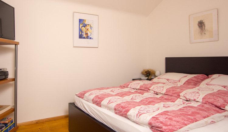 The double room at Haus am Bach is comfortably furnished.