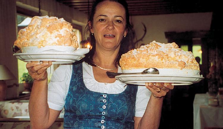 """Das Traditionsgericht in Österreich \""""Salzburger Nockerl\"""" darf auch nicht fehlen."""