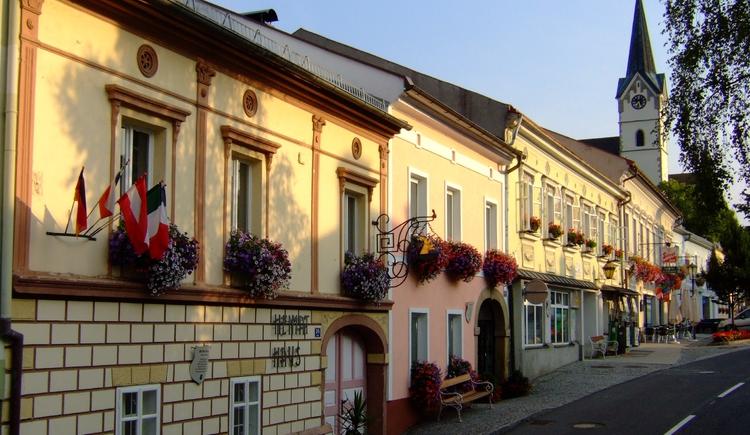 Königswiesen Heimathaus und Kirche (© Marktgemeinde Königswiesen)