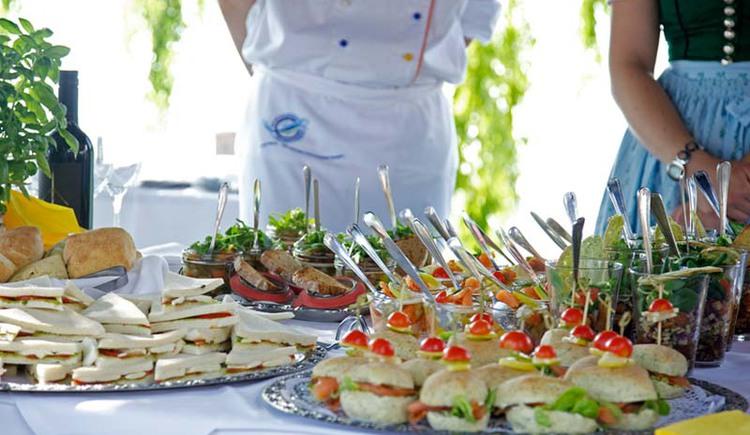 Kulinarium Attersee Summer Opening Snacks Weyregg am Attersee Salzkammergut. (© Ferienregion Attersee-Salzkammergut/Margit Atzler)