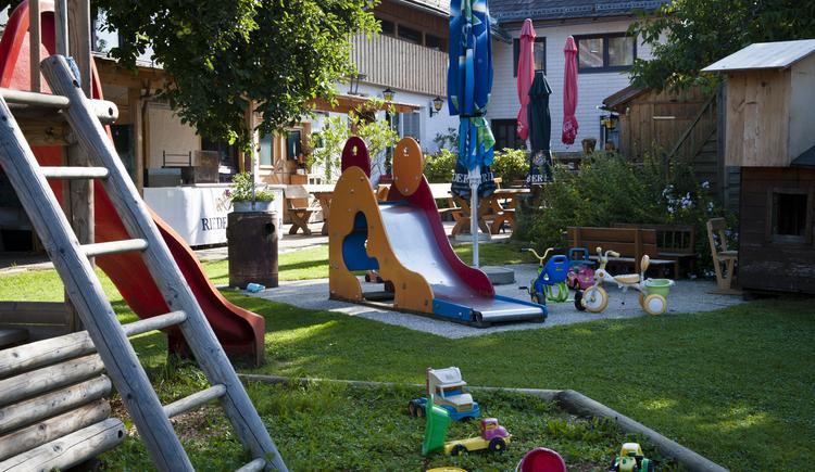 Viele Spiele & viel Spaß in der Schlaga Stubm. (© www.schlagastubm.at)