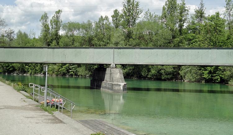Agerbad unterhalb der Eisenbahnbrücke (© Gabriela Hilz)