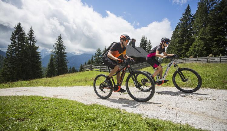 Mit dem E-bike aufs Hütteneck zwischen Bad Goisern und Bad Ischl auf der K&K Runde. (© © KTM Fahrrad)