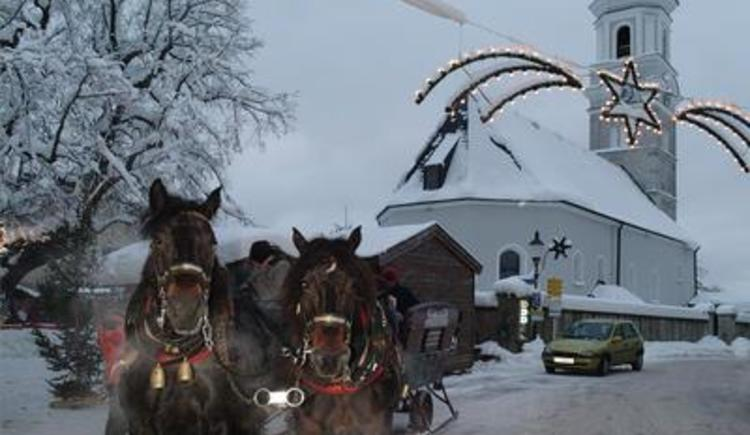 Horse-drawn sleigh rides at the advent market (© Tourismusverband Faistenau)