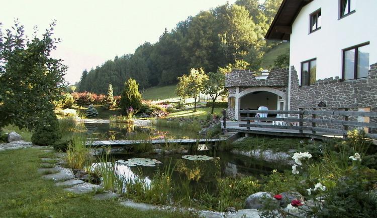 Der Primusbergerhof befindet sich ruhig gelegen am Waldrand und ist ideal für Familien. (© Primusbergerhof / Kefer Walter)