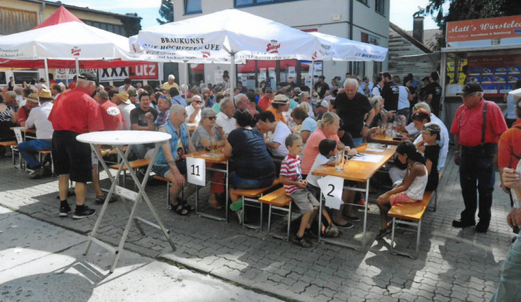 """sitting persons at the \""""Frühschoppen\"""""""