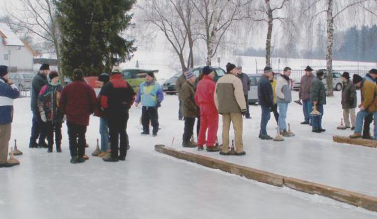 Eisstockschießen in Rottenbach (© Vianovis)