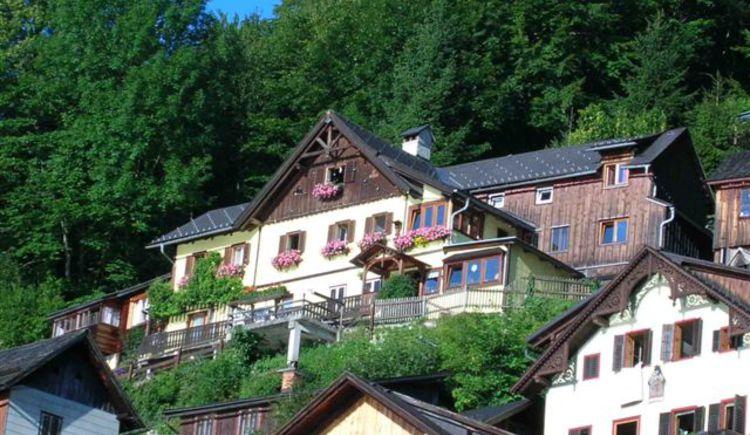Haus Lenz in Hallstatt am Oberen Weg mit Blick zum Hallstättersee. (© Lenz)