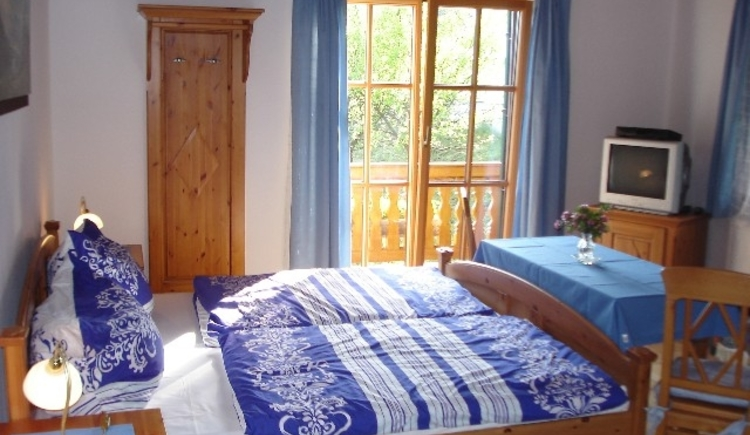 Haus Gertraud Reichl Dreibettzimmer mit Balkon