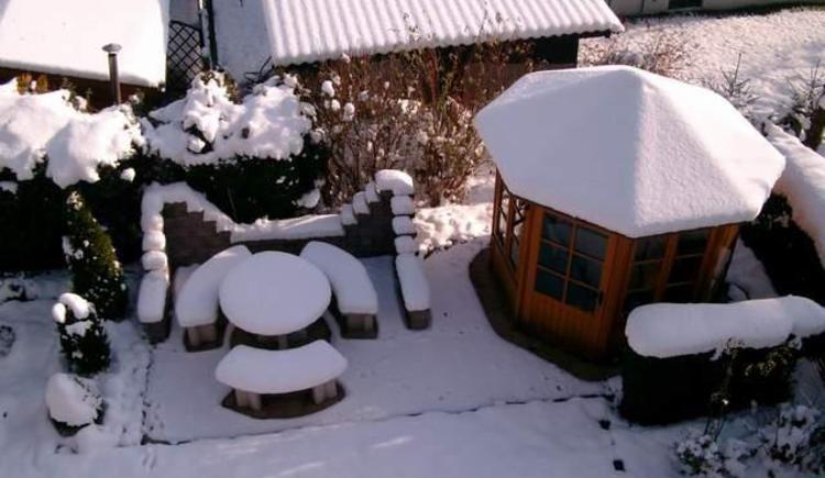 Pavillon im Schnee (© Helmut Theil)