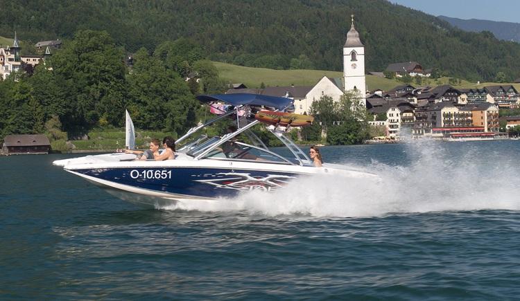 hauseigenes Motorboot (© WTG)