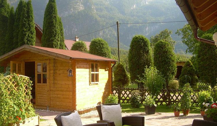 Schöner Garten zum Toben u. Spielen mit Riesentrampolin, Klettergerüst u. Swimmingpool für Kinder. (© Landhaus Bergidyll)