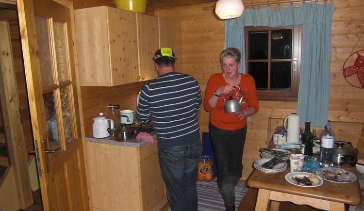 Wohnküche mit Sitzecke und Tischherd