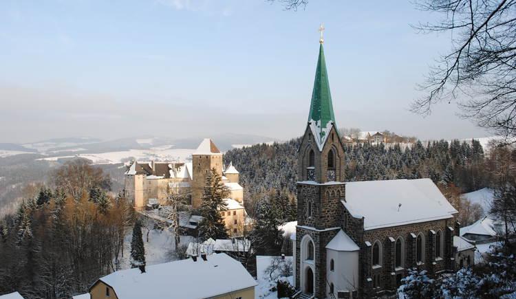 Pfarrkirche und Burg Vichtenstein