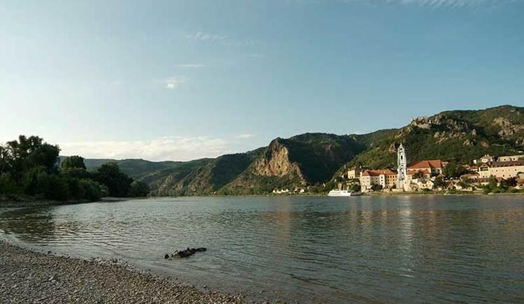 Blick auf die Donau und Dürnstein (© Steve Haider)