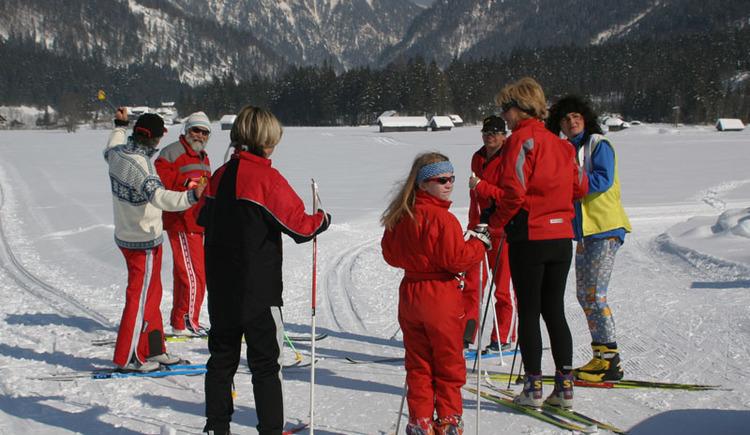 Im Urlaub, beim Langlaufen mit der Familie, den Winter genießen. (© Ferienregion Dachstein-Salzkammergut)