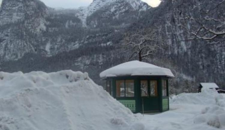 Unser verschneiter Pavillion Für Gemütliche Abende. (© Renate Renner)