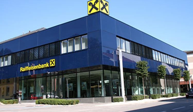 Außenansicht der Zentrale der Raiffeisenbank Perg