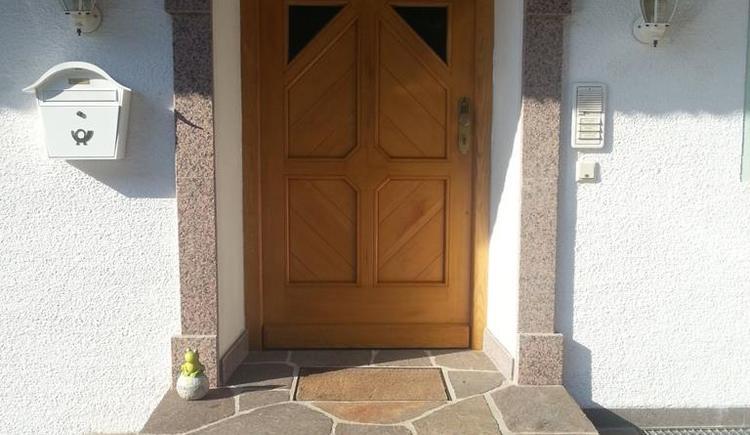 Entrance to the holiday apartment (© Ferienwohnung Anna & Wilhelm Ebner)