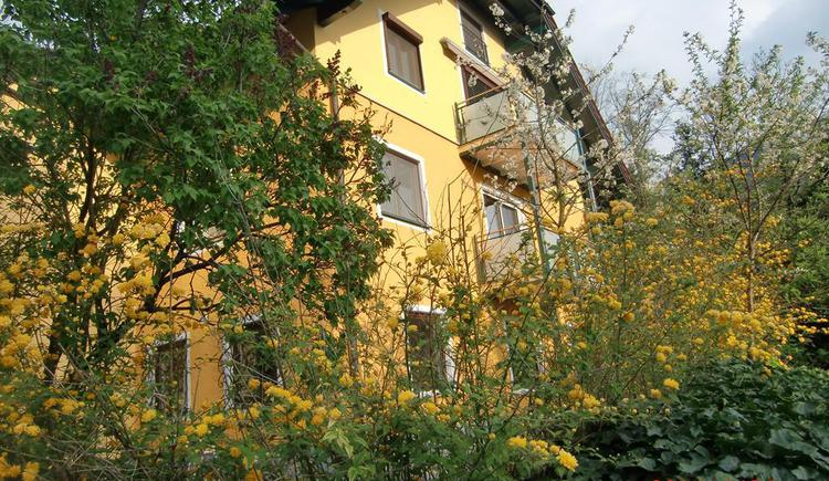 Strassenansicht Appartement Heuberg (© Anni Eibl)