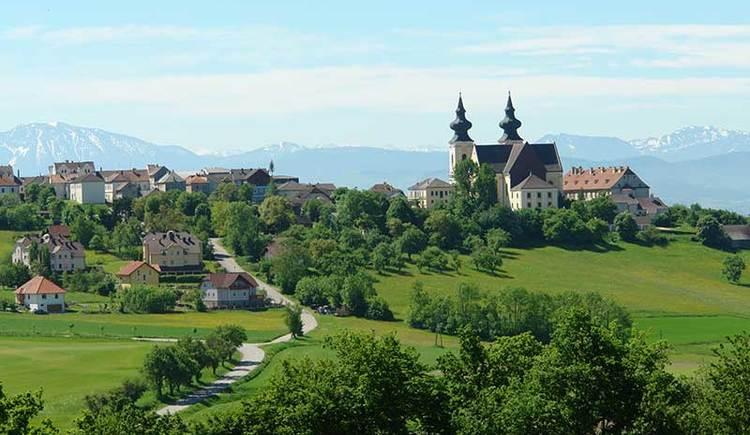 Blick auf Wahlfahrtskirche Maria Taferl (© Hotel Schachner)