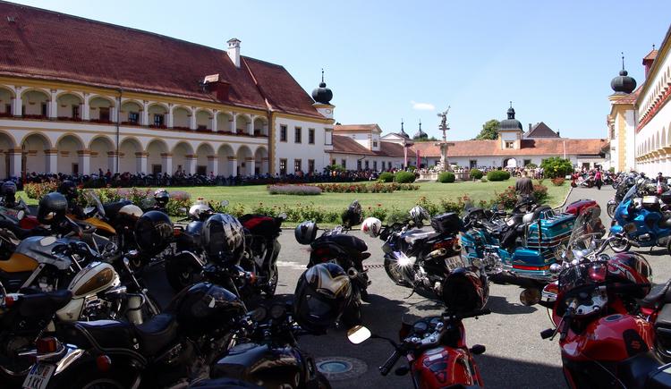 Bikerwallfahrt im Stift Reichersberg