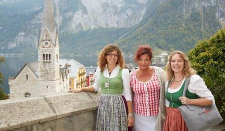Die heimischen Austria Guides nehmen euch mit auf einen spannenden Spaziergang durch Hallstatt. (© Hallstatt Guides)