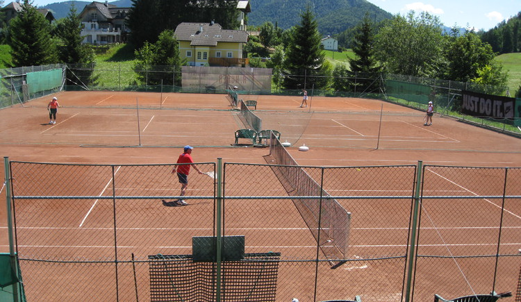 3 places to play tennis (© Tennisclub Faistenau)
