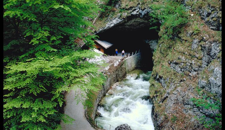 Höhleneingang. (© Seilbahnholding)