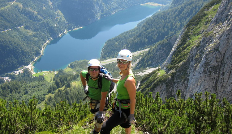 Enjoy the stunning view on lake Gosausee