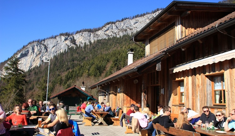 The Rathlucken hut at the beginning of the children and sagas-way is the ideal family destination.