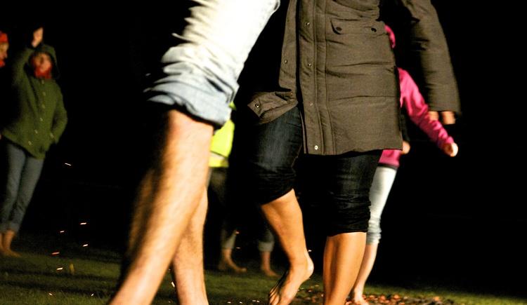 Teambuilding, Feuerlaufen, Coaching, Wanderreiten, Betriebsausflug, Ideen, Agentur, Firmen Event, Outdoor Training, Poltern\nHorseman Leadership, Bogenschießen, Sommerfest, Hypnose Coaching, Wels, Linz, Wien, Steyr, Kirchdorf, Vöcklabruck, OÖ,\n Elite Kinder Camp,  Auszeit in der Natur, Weihnachtsfeier, Gruppenangebot\nwww.lustamleben.net / www.feuerlaufen-austria.at / www.teambuilding-austria.at  / www.poltern.eu / www.elitekindercampus.at\n