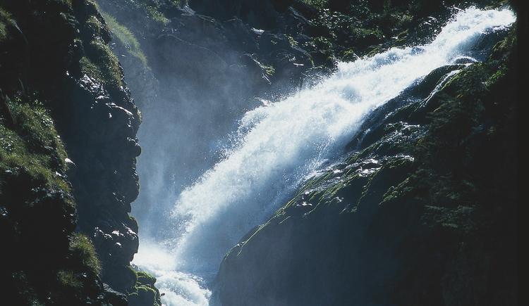 Die Wanderung von Hallstatt Lahn zu den Wasserfällen dauert etwa 60-75 Minuten. Genießen Sie die pure Natur.