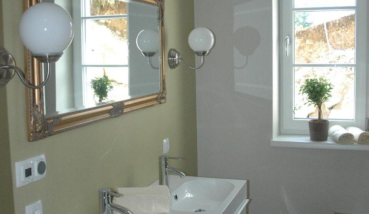 Landhaus Roidergütl - Familie Laimer: Badezimmer Apartment 1