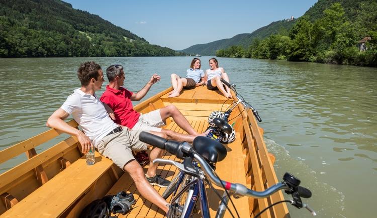 Zillenfahrt auf der Donau (© WGD Donau Oberösterreich Tourismus GmbH_Hochhauser)