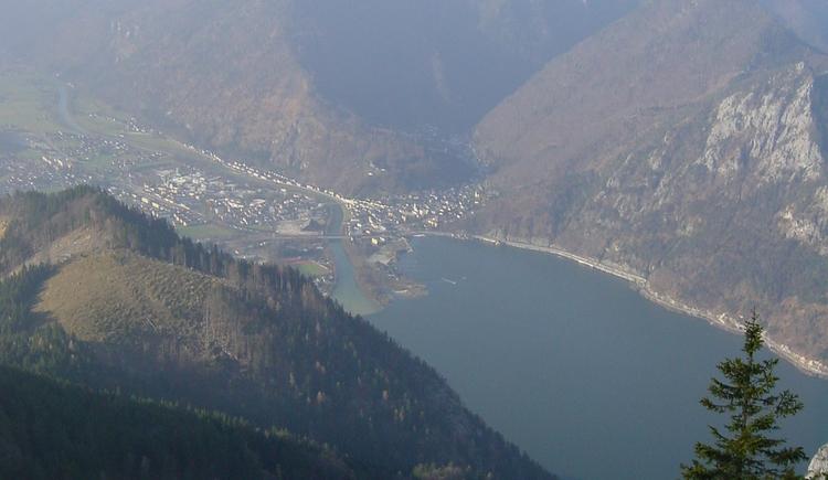 Blick hinunter auf den Traunsee (© Tourismusbüro Ebensee)