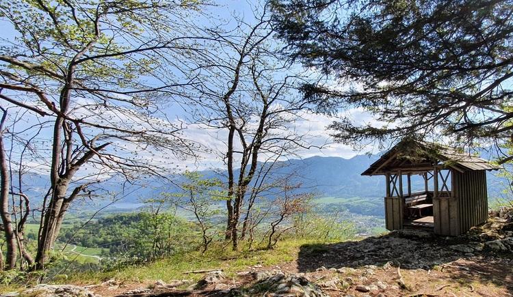 Die im Juni 1990 wiedererbaute Blaschekwarte ist ein beliebtes Ausflugsziel und belohnt Wanderer mit einem wunderschönen Ausblick auf das Goiserer Tal. (© Katrin Kienast)