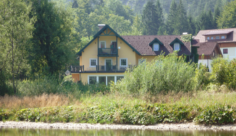 The holiday home Oppitz is located in the village of Steeg and near the river Traun