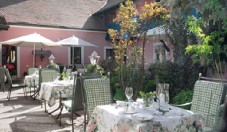 Gasthaus mit schönen innenliegenden Gastgarten