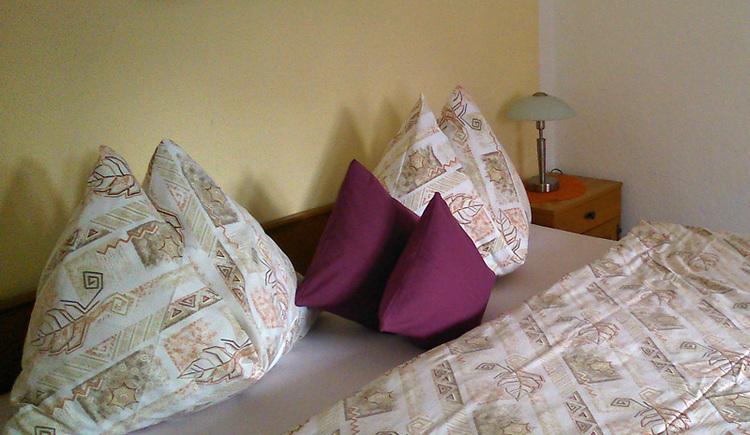 Entspannen sie nach einem abwechslungsreichen Tag im gemütlichen Schlafzimmer.