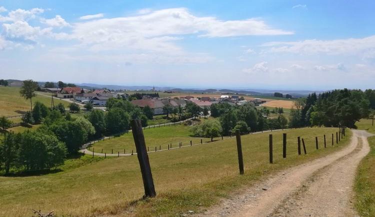 Blick auf die Ortschaft Zeurz (© Tanja Mittermair)