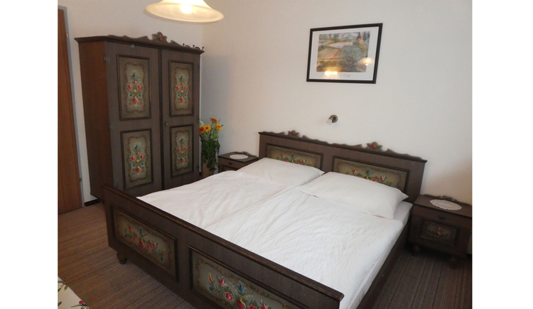 double bed, side a wardrobe