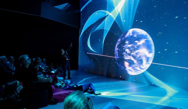 Weltraum im DeepSpace im Ars Electronica Center. (© rubra)