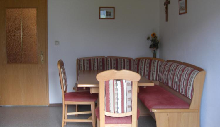 Tisch mit Eckbank, Tisch