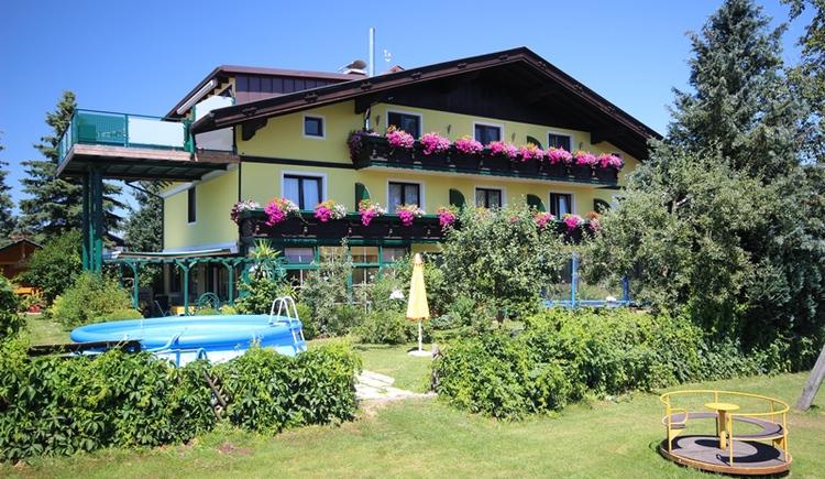 Das Haus der Ferienwohnung Hemetsberger in Thanham. (© Ferienwohnung Hemetsberger)