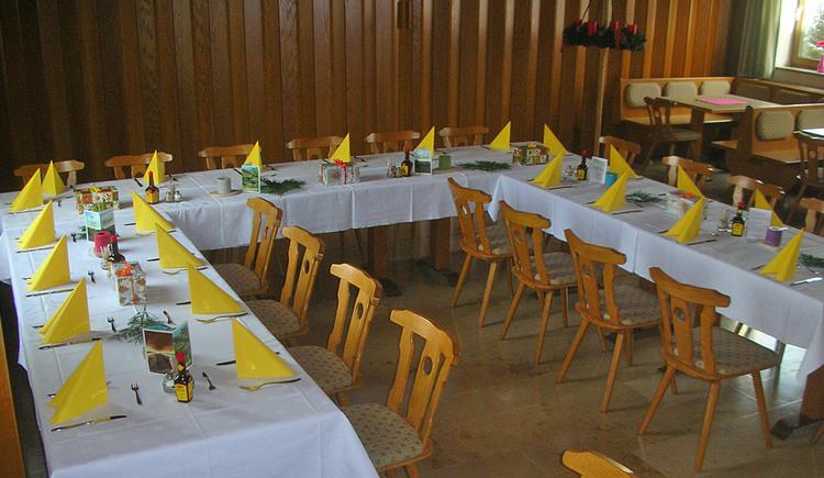 Gedeckter Saal im Gasthaus Manzenreiter