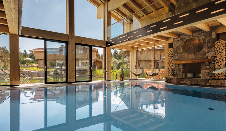 Indoor-Pool samt Panorama-Lounge (© **** Hotel Inn´s Holz)