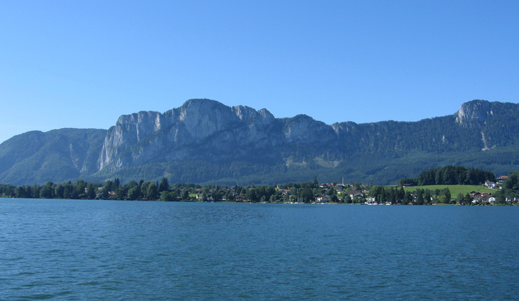 look at the Mondsee, in the background is Schwarzindien