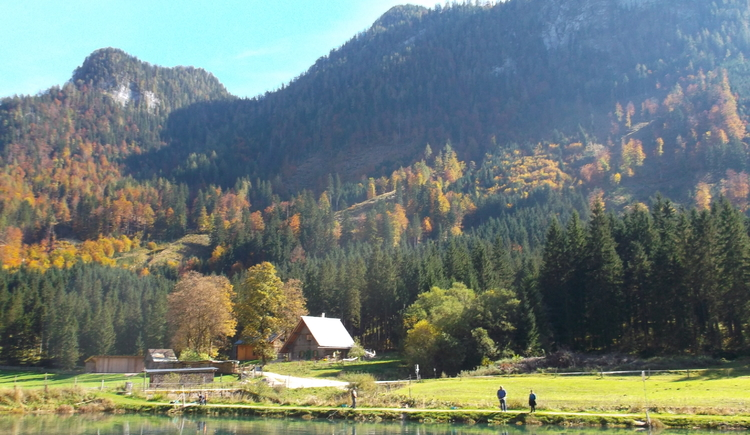 Jagdhaus im Herbst. (© Knappe-Benesteem)